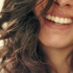 楽しくするには、オーバーに笑う。
