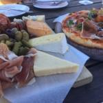 チーズとワインの昼下がり